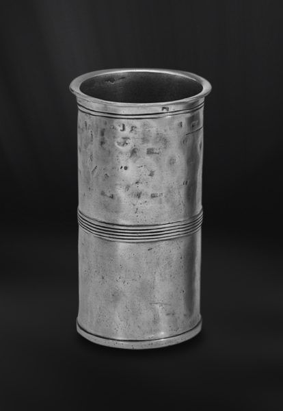Pewter Measuring Beaker - Capacity: 0,5 lt - Diameter: 8 cm (3,1″) - Height: 15 cm (5,9″) - Food Safe Product - #pewter #measuring #beaker #peltro #misurino #zinn #messbecher #étain #etain #bécher #mesure #vase #peltre #tinn #олово #оловянный #drinkware #barware #tableware #dinnerware #table #accessories #decor #design #bottega #peltro #GT #italian #handmade #made #italy #artisans #craftsmanship #craftsman #primitive