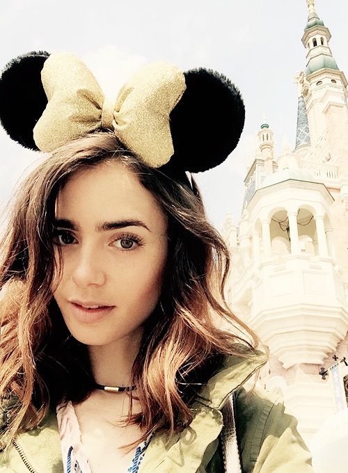 Lily Collins Source : Photo