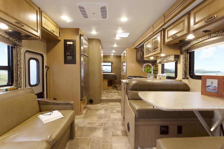 2017 Four Winds Motorhomes: Class C RV by Thor Motor Coach