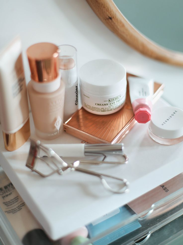 """A vanity overhaul… I thought I'd share some photos of my dressing table and makeup collection to go alongside today's video where I declutter the lot – it took hours and some true life or death decisions went down (not really, but it felt like it.) I really like my makeup streamlined but it's so … Continue reading """"A Look At My Makeup Table."""""""