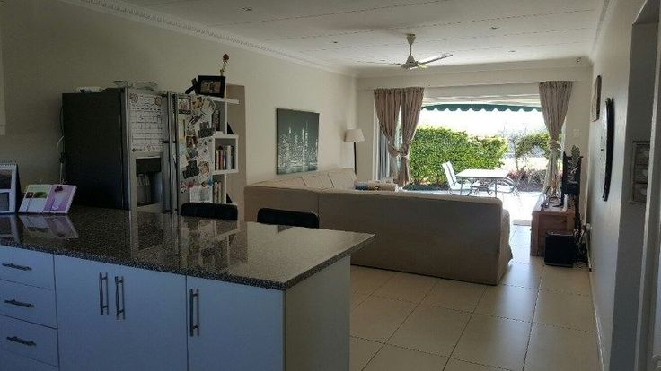 Newly renovated spacious 2 bedroom apartment with study alcove available for rental