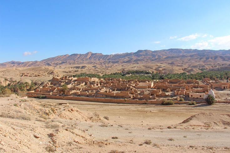 O maior oásis de montanha da Tunísia, a 65 kmde Tozeur, não deixa ninguém indiferente e nós não fomos excepção. A actual povoação de Tamerza já não é a Tamerzaque deslumbrou centenas de pessoas até à década de 70. Essa povoação desapareceu e está hoje em ruínas. Foi abandonada depois de ter sido quase completamente …