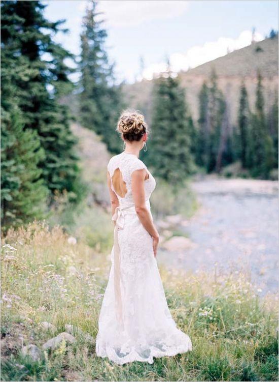 keyhole wedding dress #coloradowedding #aspenwedding #laceweddingdress http://www.weddingchicks.com/2014/01/16/wild-western-wedding/