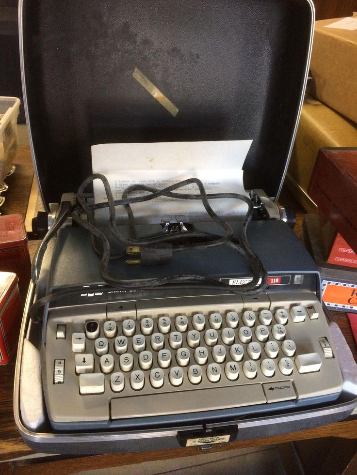 SCM smith corona electra 110 typewriter in case Item s gn