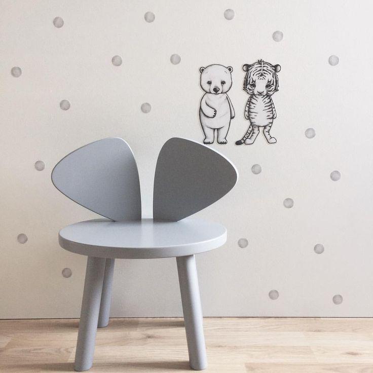 @monolo.no • M O U S E C H A I R • Vi har fått inn den fine Mouse Chair i en nydelig grå farge ⭐️Passer like fint inn på på gutterommet som på jenterommet. Miks den gjerne med lysegrå dots og Dream Friends wallsticker slik vi har gjort her. De nydeligste skatter til de minste finner du hos oss. www.monolo.no #monolo #monolono #nettbutikk #barnebutikk #nofred #mousechair #danskdesign #jenterom #gutterom