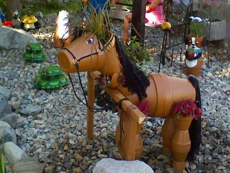 Garden flower pot horse decoration. Cute idea! Also notice the puppy and kitty in back.