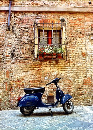 A blue Vespa in front of a typical Italian house #italy #italian #vespa
