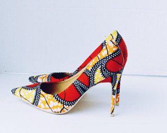 Chaussures femme rouge sandales imprimés africains par ZabbaDesigns