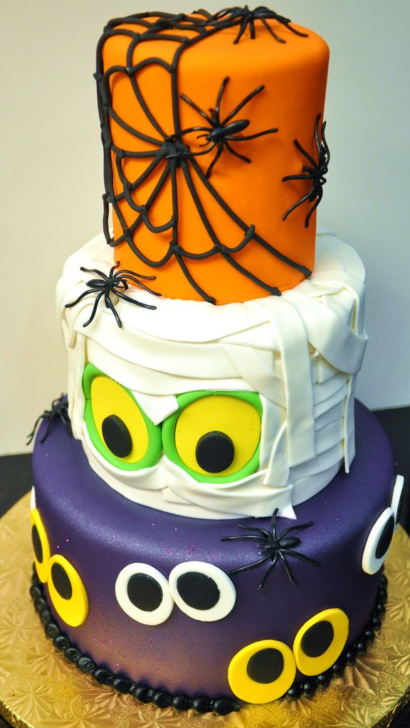 Fabulous Halloween cake by thecakemamas