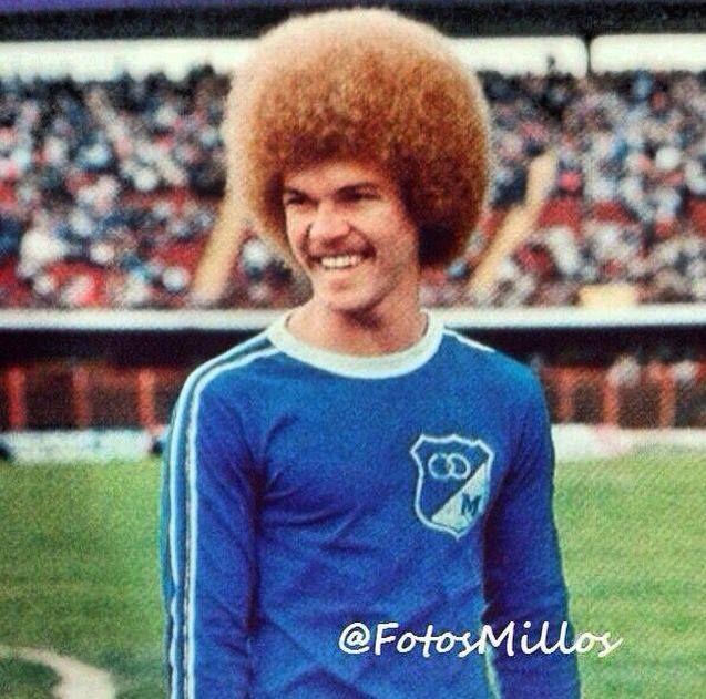 """Carlos """"El Pibe"""" Valderrama vistiendo la azul de Millonarios en el año 1984"""