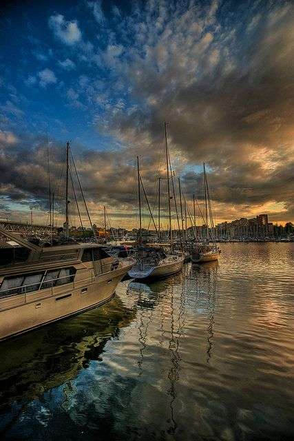 Vancouver, British Columbia by trainerKEN., via Flickr