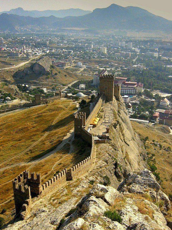 Величественная Генуэзская крепость. Судак.