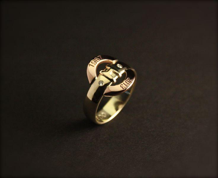Rood-Geel gouden heren herinnering's ring met diamanten en initialen, vervaardigd van 1 trouwring. www.goudsmidmargriet.nl