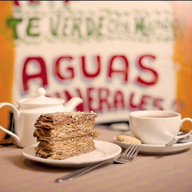 Mmm *.* ¿Qué tal un rico postre con un aromático té? Menciona con quién quisieras compartir esto #EmporioLaRosa #tea #cake #sweet #sweettooth #foodporn #foodie #foodgasm