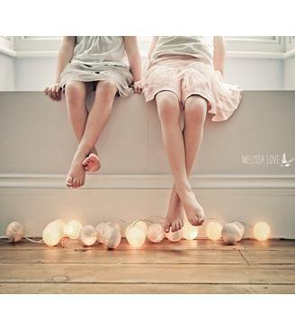 Även små fötter ska ha det gott o fint  #cottonballs #cottonballights #mysigt #barn #lampor #heminredning