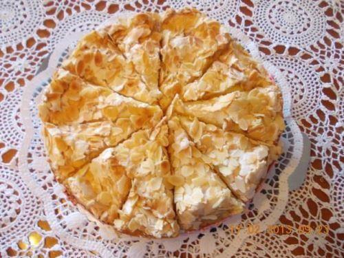 Das perfekte Baisertorte mit Amarenakirschen-Rezept mit einfacher Schritt-für-Schritt-Anleitung: Butter, Zucker,Vanillezucker schaumig rühren.Die Eigelbe…