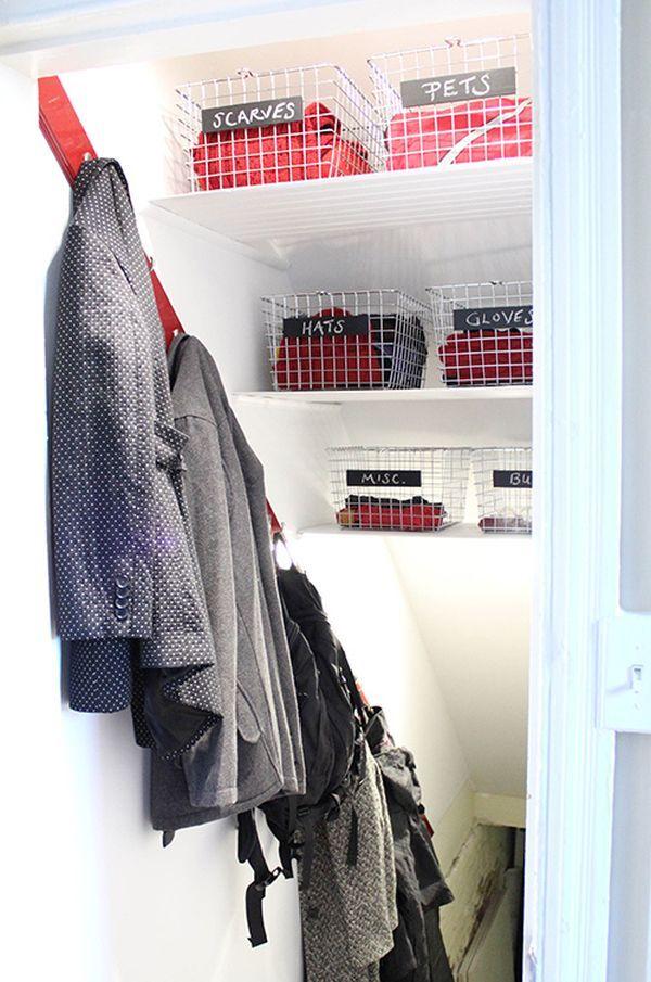 Крючки для одежды и корзины под лестницей