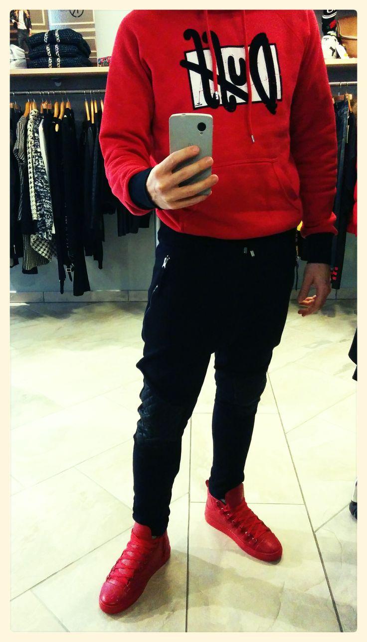 L'outfit del Sabato lavorativo #gekyskey Felpa: Duff Simpson; Panta: felpa I'm Brian; Scarpa I'm Brian.  www.gekyskey.it