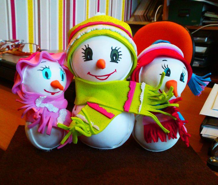 Muñecos de nieve de goma eva #manoamanoconcari | Manualidades ...