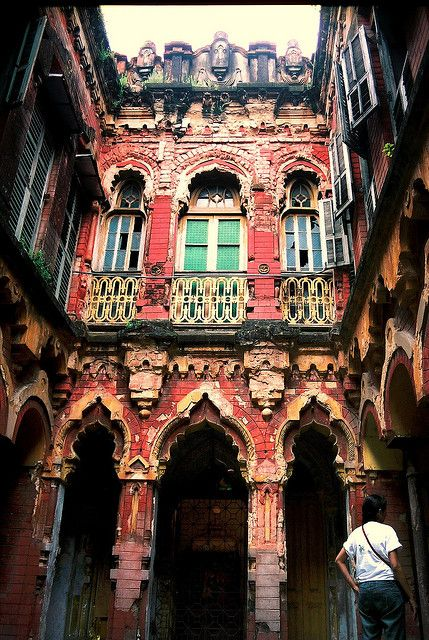 North Calcutta Courtyard |Exploring Calcutta with Explorer Ifte  #Travel  #India  #Kolkata  http://mybigredbag.com/exploring-kolkata-with-explorer-ifte/