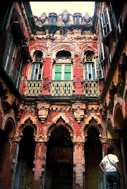 North Calcutta Courtyard |Exploring Calcutta with Explorer Ifte #Travel #India #Kolkata http://mybigredbag.com/exploring-kolkata-with-explorer-ifte/