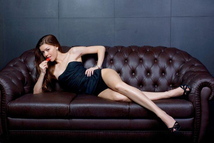 4 formas de seducir a un hombre sin levantarse del sofá