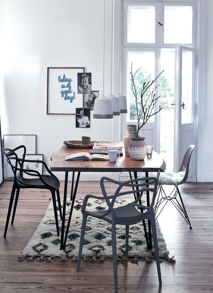 Ein weiteres Meisterstück von Philippe Starck für Kartell: der Masters Chair. Das elegante Must-have ist eine außergewöhnliche Hommage an drei Ikonen des modernen Designs, lässt die Stile bewährter Stuhlklassiker