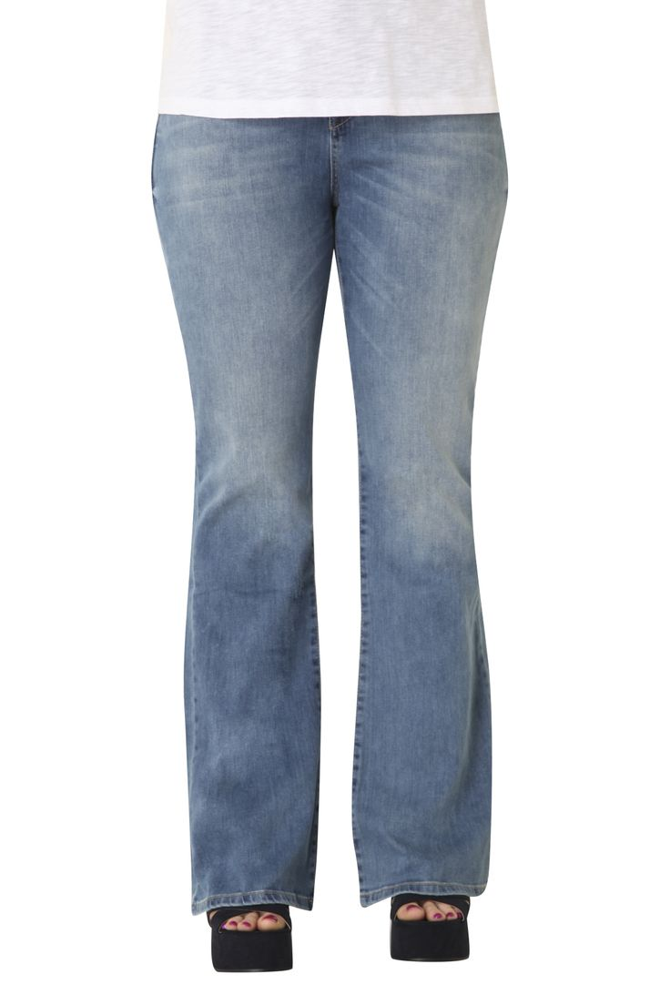 Cotton jeans flare fit, wider from the knee to the bottom. Its cut flatters your curves while covers any imperfection of the knees! Wear it with a shirt or t-shirt for a modern look!