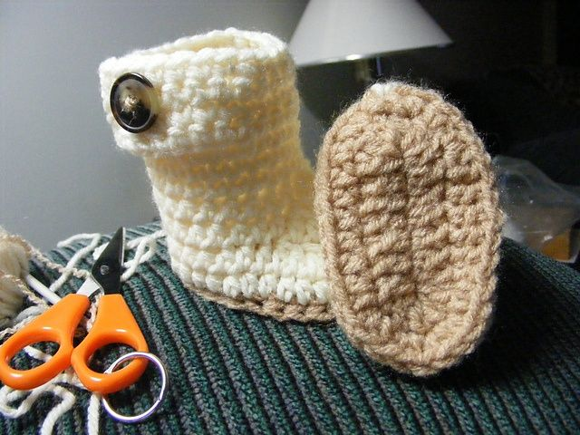Crochet Baby Ugg-like Boots and other patterns too. Free Ravelry DL!.