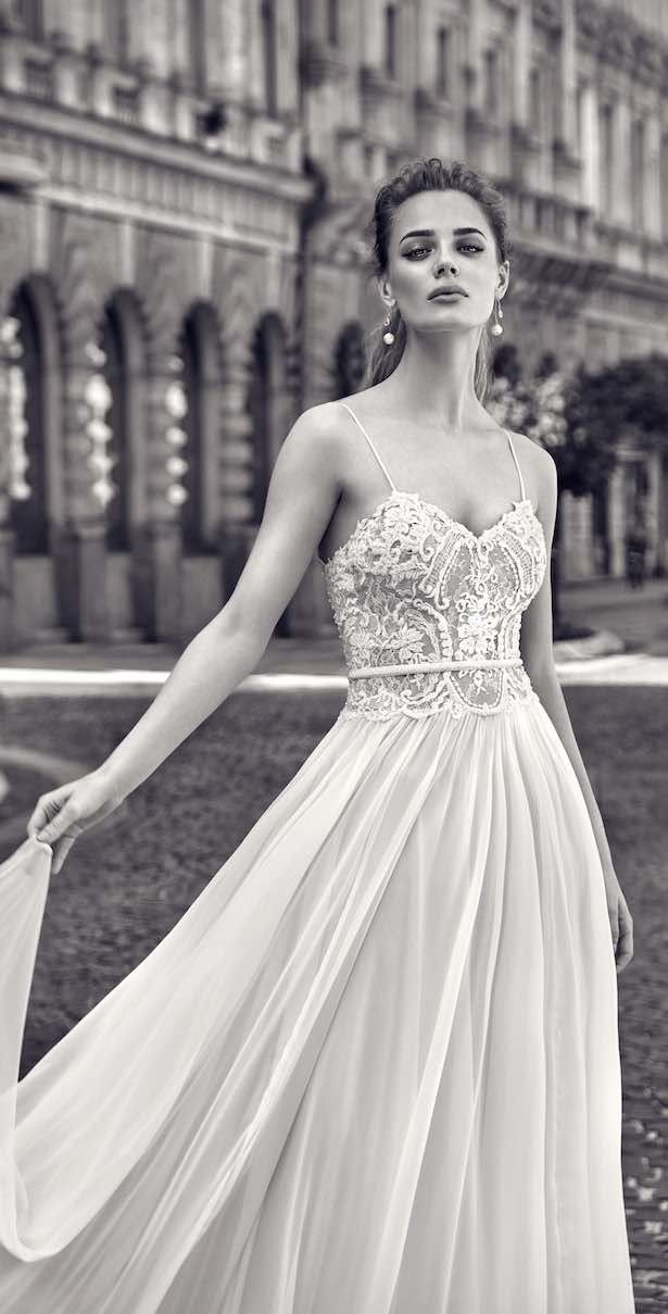 Gorgeous Galia Lahav wedding dress for a beach wedding