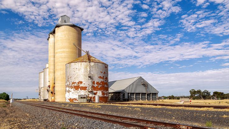 https://flic.kr/p/EBkJej | The silos at Lah | Silos on the Hopetoun branch line, north of Warracknabeal, Victoria, Australia