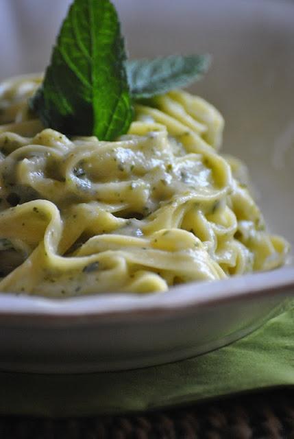 fettuccine alla crema di zucchine e menta