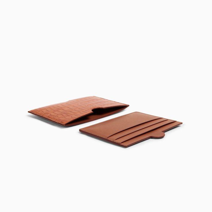 DOT horizontal Card Holder  Material Mat crocodile  Color DARK HONEY  Size 4.5 x 3 in