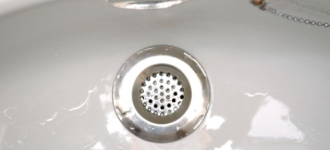 What You Need to Know When Unclogging Bathtub Drains | DoItYourself.com