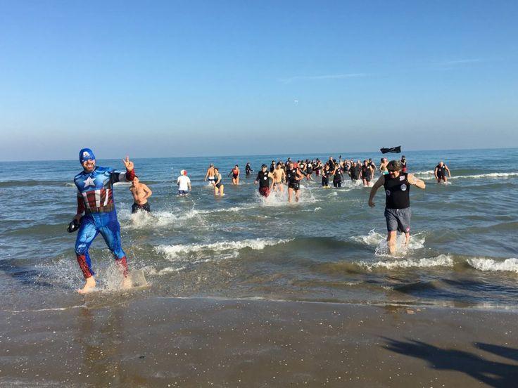 Riccione Bagno Capodanno,100 in acqua-alt-tag