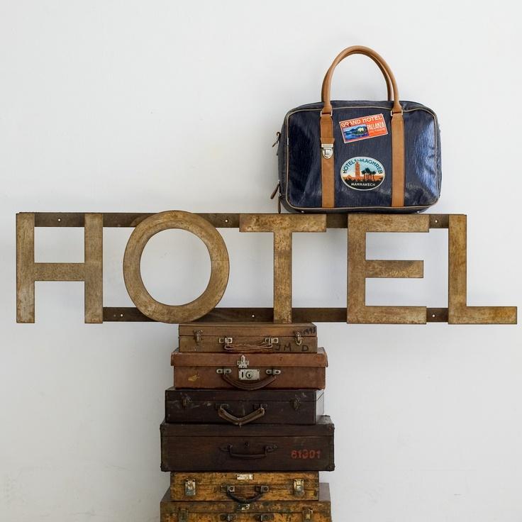 Miniseri Valisette Laptop Travel Stickers.Photo Juan Carlos Ponsa. Lila & Tom Agency