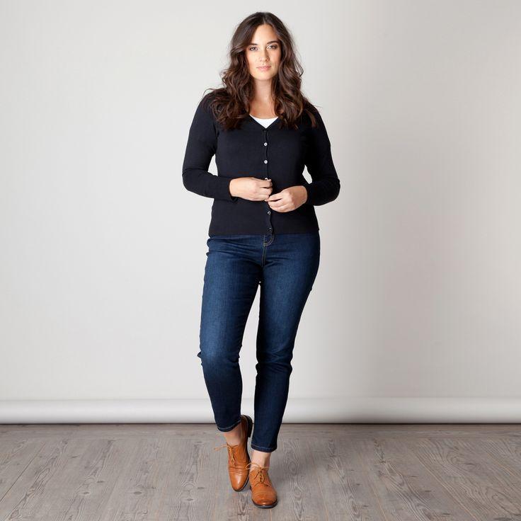 Dit Xinia vest heeft een klassiek en tijdloos model. Het is een aansluitend model dat op de heup valt. De zachte stof draagt heerlijk. U kunt het vest...