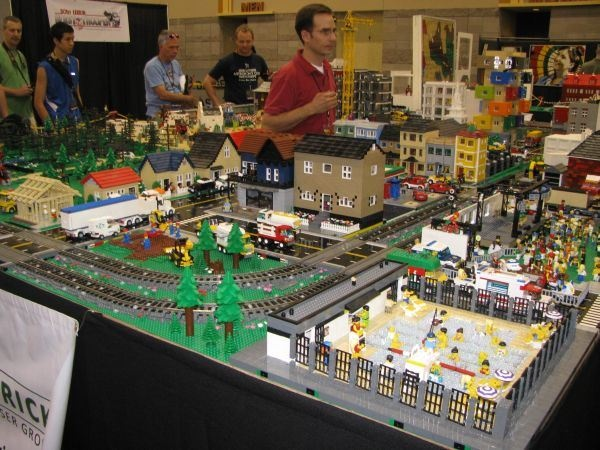 LEGO Abounds at Phoenix Comicon
