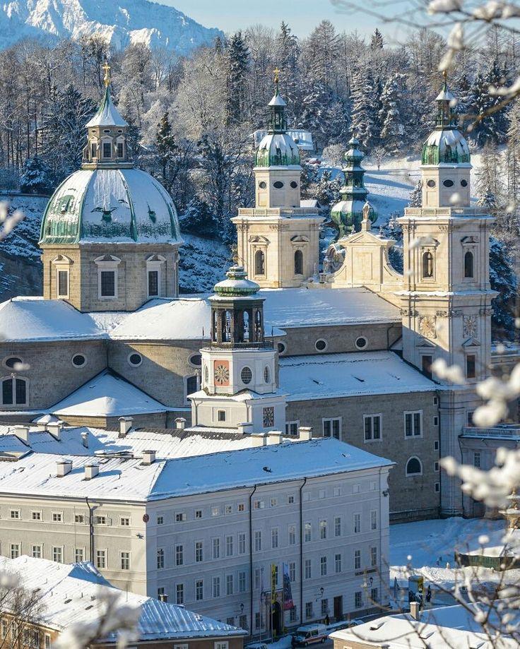 You can see Salzburg's towers as far as the eye can reach - how magnificent  #visitsalzburg #salzburg #salisburgo #salzburgo #visitaustria #discoveraustria #feelaustria #winterwonderland #snow #exploretocreate #travelgram #mytravelgram #passionpassport #passportready #citygram #citytravel #wanderlust