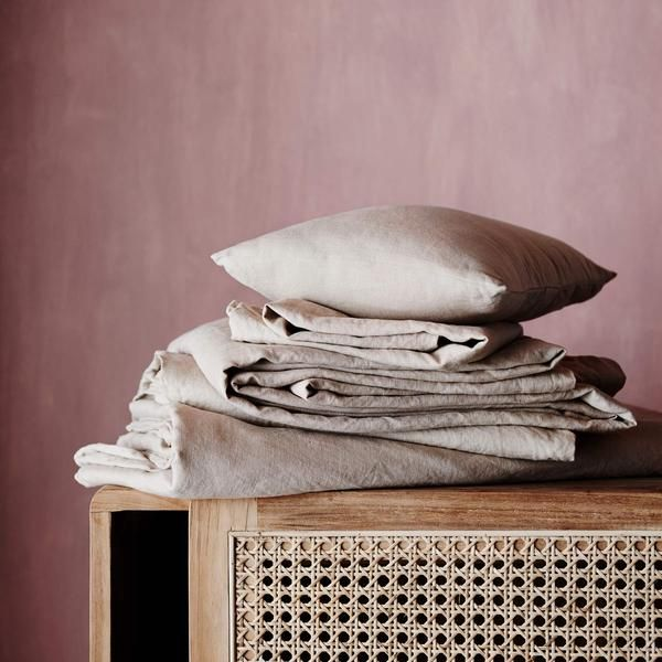 Linen sheet set, pre-washed for softness and durability. Set includes: Linen Fitted Sheet, Linen Flat Sheet and 2 Linen Pillowcases.
