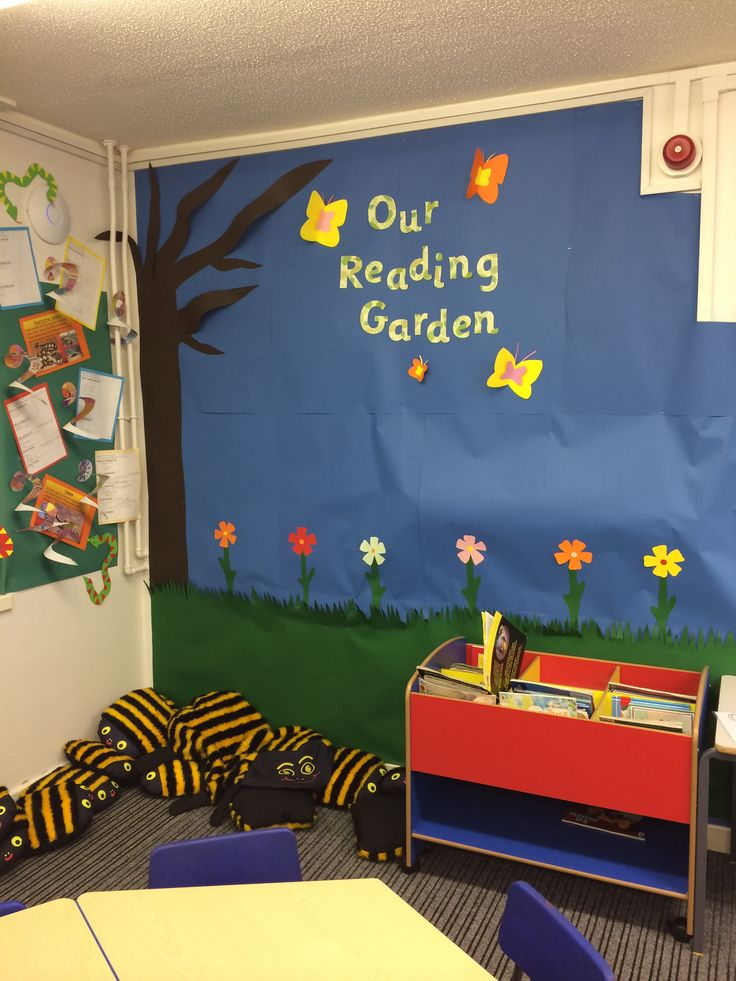 Fabulous Reading Garden using Twinkl's display lettering! Love those bee cushions aswell!