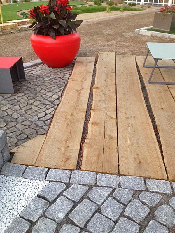 Jyväskylän Asuntomessuilla 2014 olleella mallipihallamme herätti kovasti kiinnostusta graniittisen nupukiven, betonikiven ja lehtikuusilankkujen yhdistäminen.  Pihan nimen mukaisesti rohkeasti materiaaleja yhdistellen.  Yhteistyössä Aalman Oy, Vihertyöt Leppäkorpi Oy ja Vitreo Oy.
