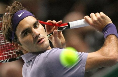 Roger Federer playing tennis - he really is the best player out there:)
