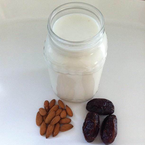 Fresh #almondmilk for breakfast  Making my favourite  chia pudding as usual. I'm off work today, TGIF! #vegan #veganfoodshare #plantbased #plantstrong #forksoverknives #superlevellife #whatveganseat - @freshncrunchy- #webstagram