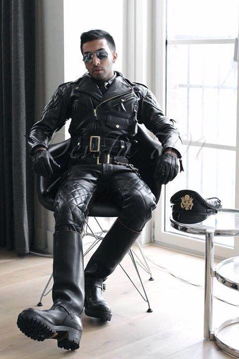 Gay Men Wearing Leather 58