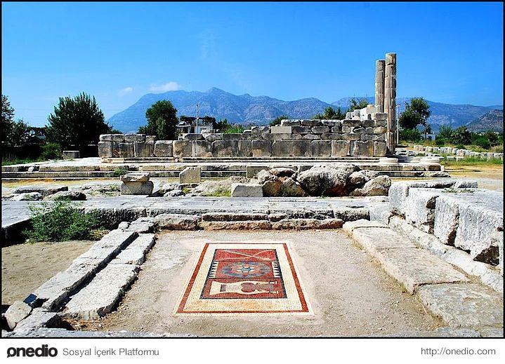 Ksantos-Fethiye-Kaş yolunun 70. kilometresinde yer alan antik kent. Pek çok tarihi olaylara ve savaşlara sahne olan kentten günümüze ulaşan kalıntılar arasında kaya mezarları, lahit mezarları ve Likya kültürüne özgü dikme mezar anıtları vardır. Likya akropolü erken dönem eserleri arasındadır. Birçok kez onarılmış tiyatro ve Erken Hıristiyanlık Döneminde yapılmış kilise görülebilecek eserler arasındadır.