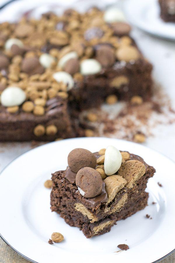 Sinterklaas brownies! Een combinatie van zachte brownie van echte chocolade met krokante stukjes kruidnoot. Schandalig lekker!