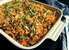 Lækker opskrift på spicy oksekød og hvidkål i fad med grønt. Oplagt som fyld i pandekager eller hjemmelavede forårsruller, men også en dejlig hovedret.