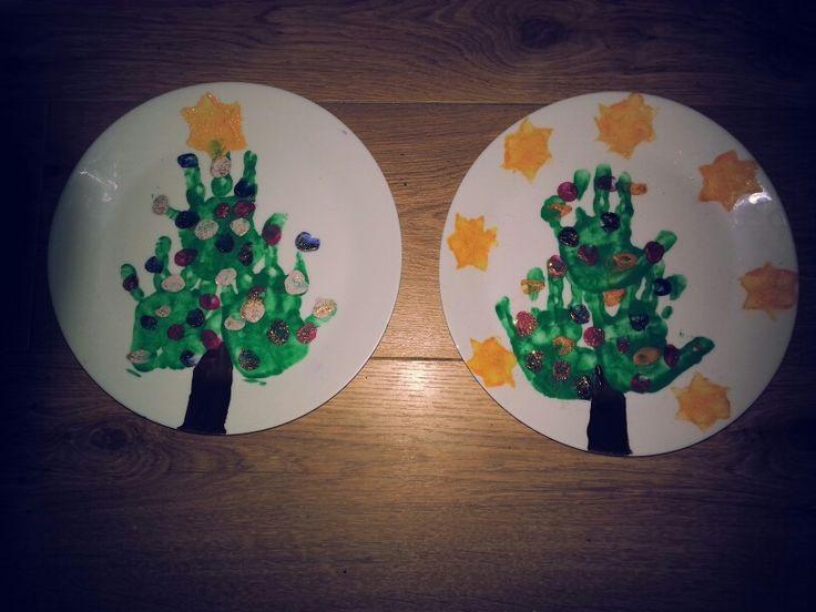 Thema kerst: handafdruk kerstboom als kerst cadeau oppasouders