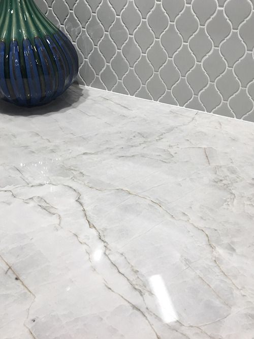 Beautiful Polished Quartzite with S-Series Warm Grey Arabesque = pure greatness!! #beautifulcountertops https://www.arizonatile.com/en/products/quartzite#utm_sguid=149397,848d4510-2e7f-abf0-0e69-b68f559d4470